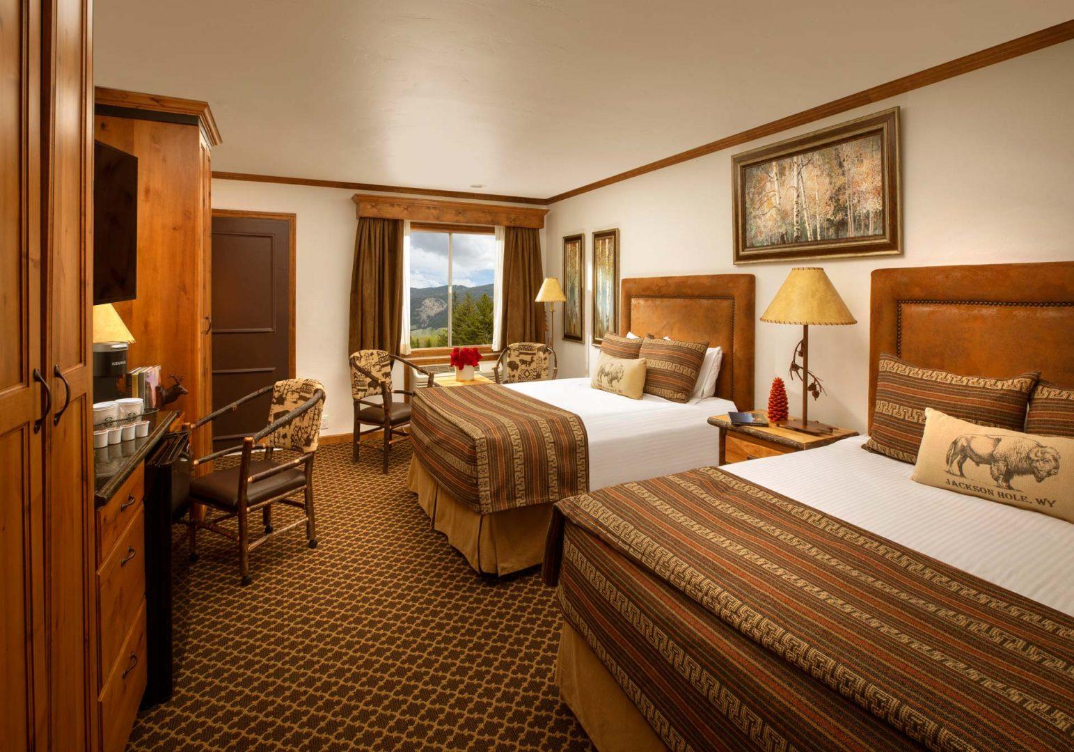 Superior Double Queen Guestroom - Parkway Inn
