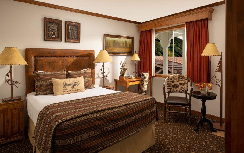 Superior Queen Guestroom - Parkway Inn