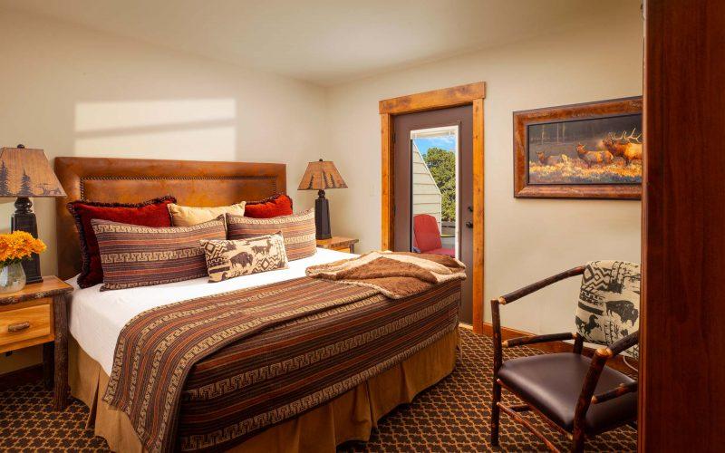 ONE BEDROOM COTTAGE SUITE - Bedroom - Parkway Inn
