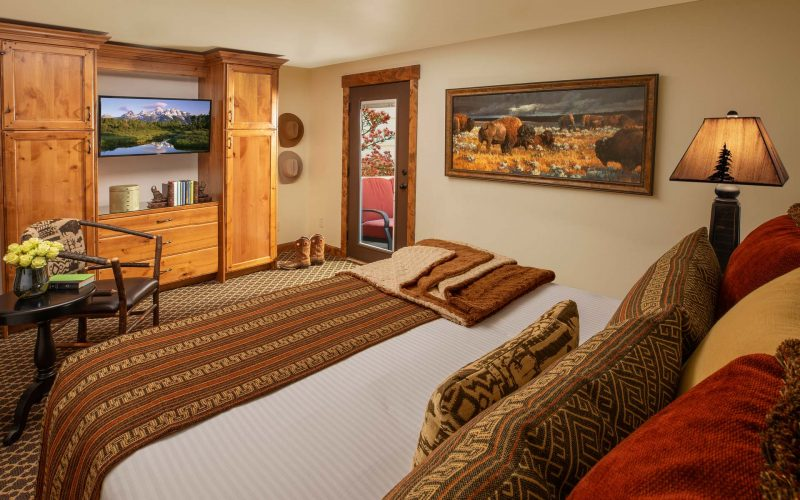 MASTER COTTAGE SUITE WITH PATIO - Bedroom - Parkway Inn