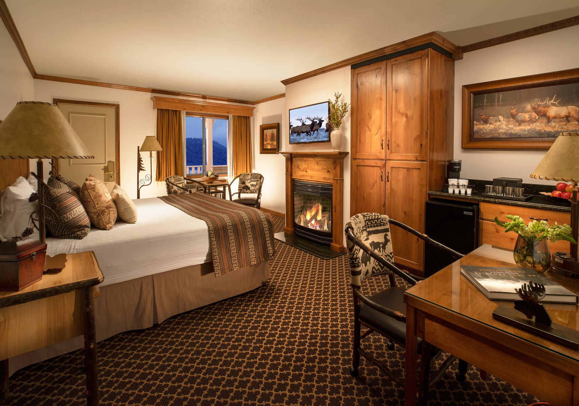 Superior King Fireplace Guestroom - Parkway Inn