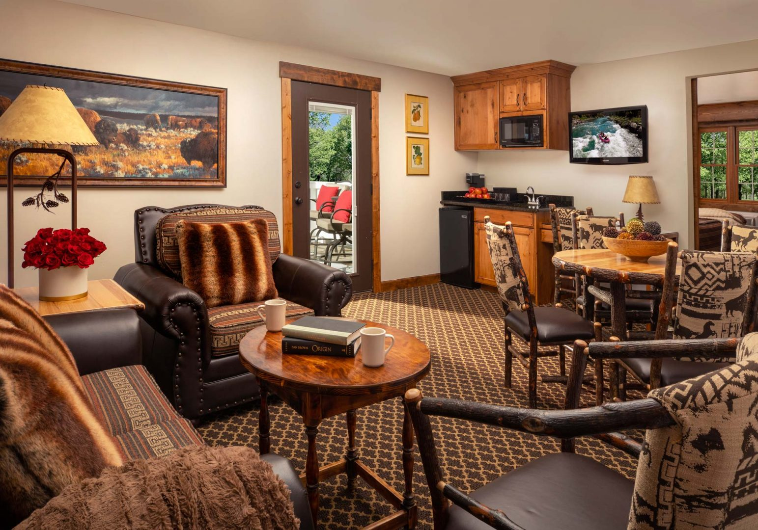 Master Cottage Suite with Balcony - Parkway Inn
