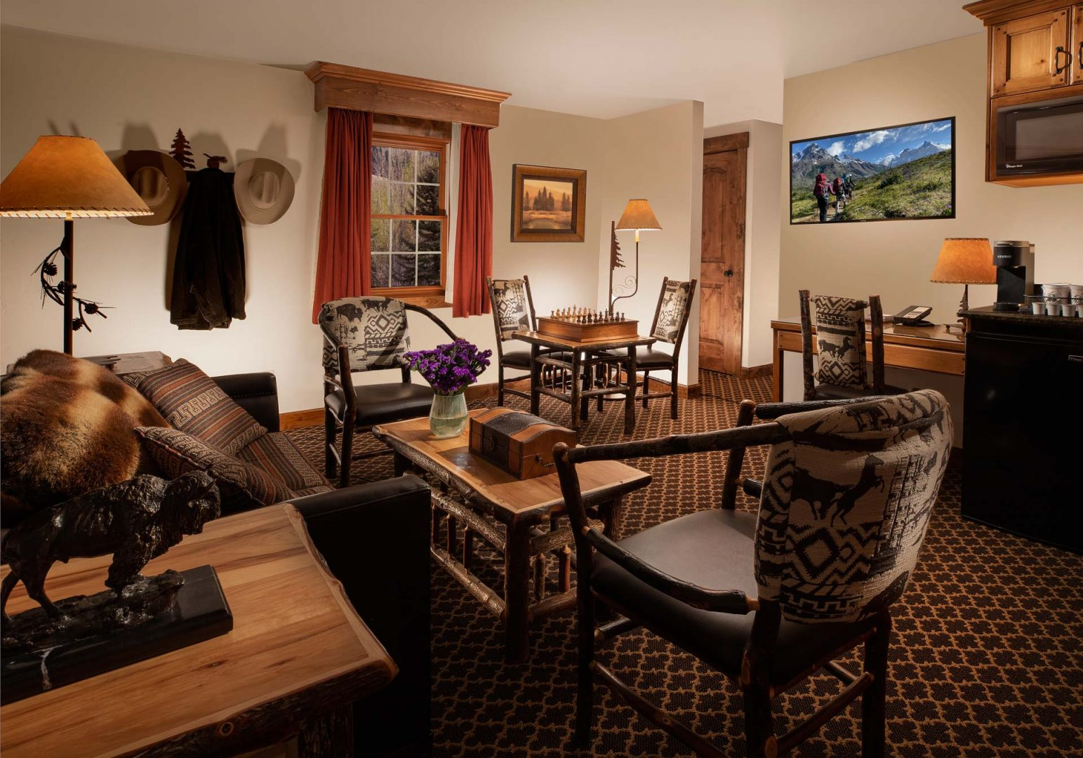 Master Cottage Suite with Patio - Parkway Inn