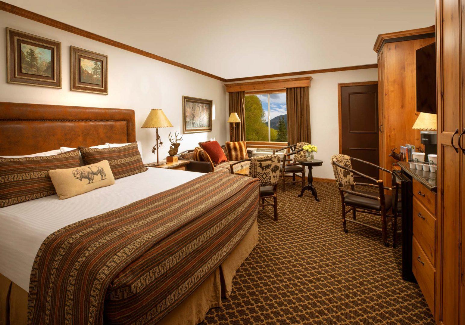 Superior King Guestroom - Parkway Inn